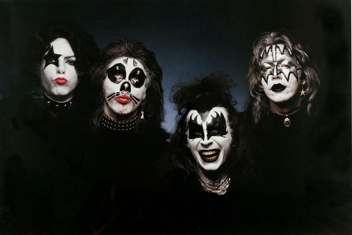 Kiss (1974)